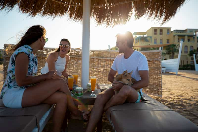 Three friends with their dog at Marina Beach Club in El Gouna Abu Tig Marina