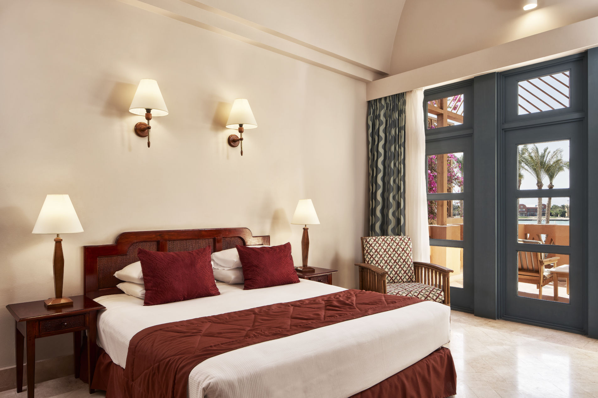 Bedroom of Steigenberger Golf Resort El Gouna Apartment with a balcony on the picturesque lagoon